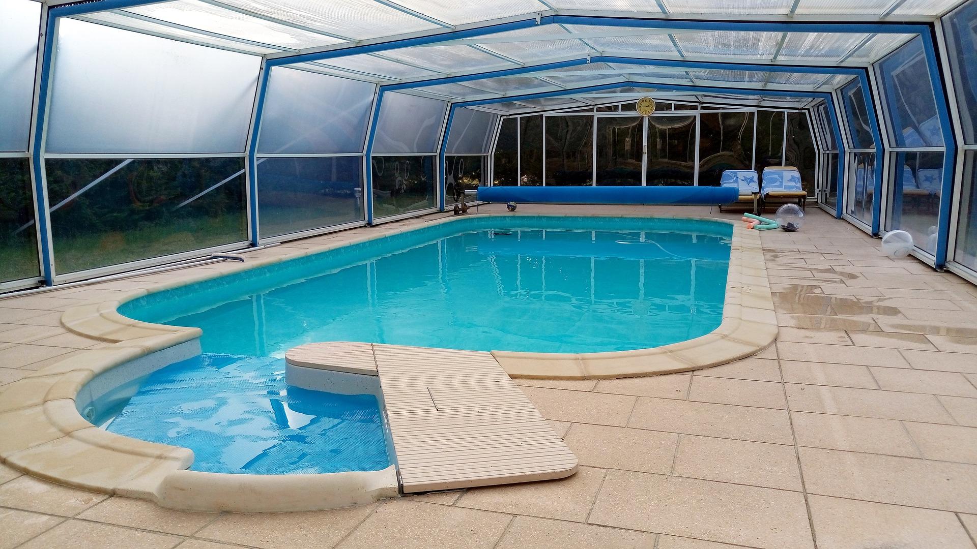 prix abris de piscine great design prix abri piscine plat toulon decore ahurissant prix abri. Black Bedroom Furniture Sets. Home Design Ideas