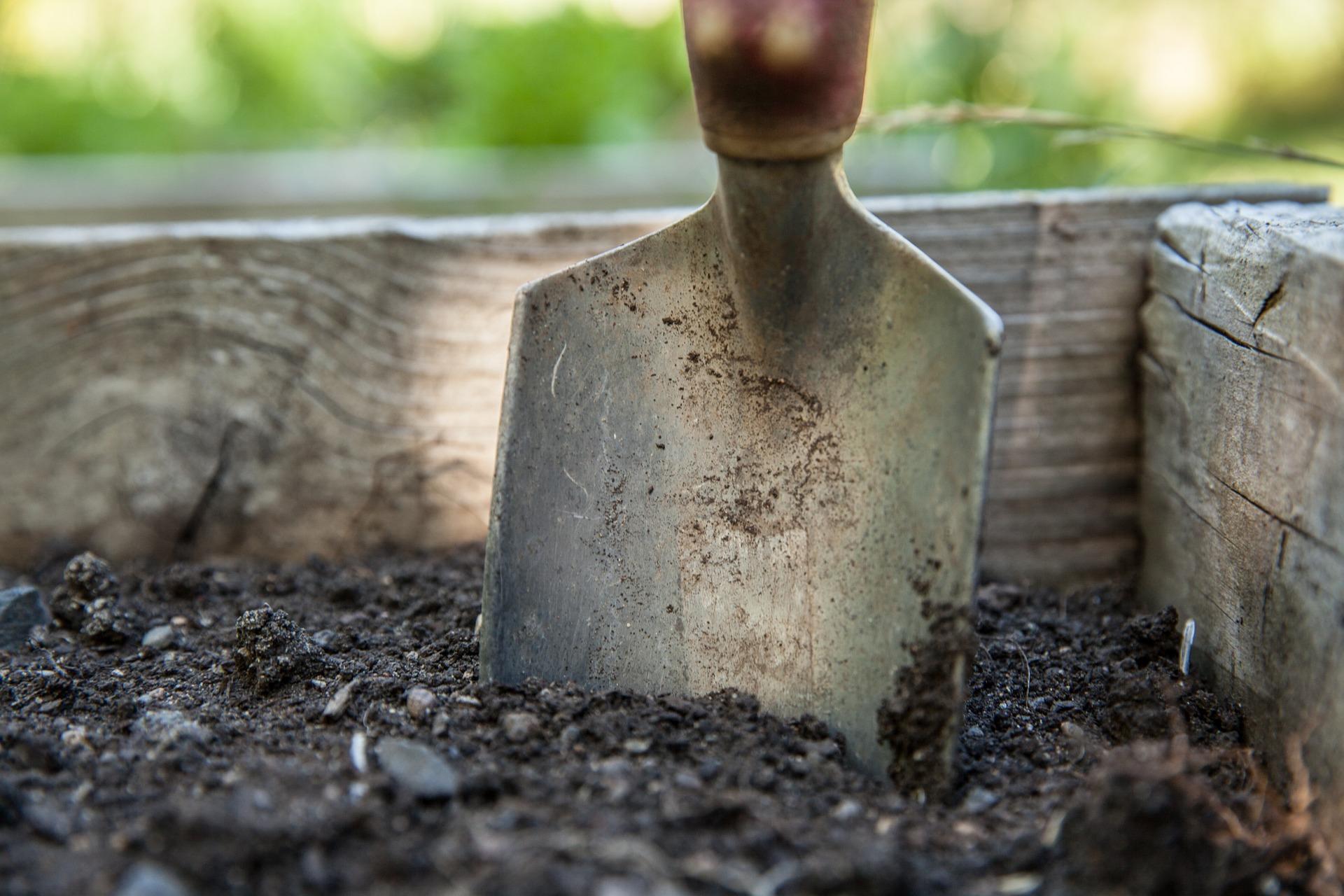 outils pour la jardinier